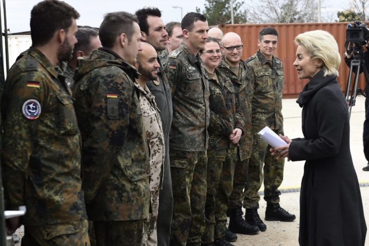2016-01-21 00:00:00 epa05116302 German Defence Minister Ursula von der Leyen (R) chats with soldiers during a visit of the German Armed Forces Bundeswehr at the air base in Incirlik, Turkey, 21 January 2016. The Incirlik airbase that is being used by a US-led military coalition fighting the terror militia Islamic State (IS). EPA/TOBIAS SCHWARZ / POOL