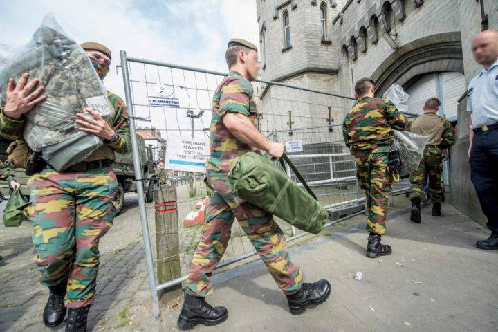 "2016-05-09 00:00:00 Belgian soldiers arrive at the prison of Sint-Gillis / Saint-Gilles in Brussels, during a general strike of prison officers on May 9, 2016. Belgium took the unprecedented step on May 9 of mobilising the army to fill in for striking prison staff to ensure inmates are able to take showers, walks and proper meals. Officials said the situation had become ""untenable, inhumane and degrading"" after two weeks of strikes over staffing levels at 17 prisons in the French-speaking region of Wallonia and the capital Brussels. / AFP PHOTO / Belga / FILIP DE SMET / Belgium OUT"