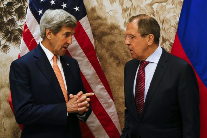 2016-05-16 16:24:34 US Secretary of State John Kerry (L) and Russian Foreign Minister Sergei Lavrov (R) pose for a photo as they arrive for their meeting in Vienna on May 16, 2016 in Vienna, Austria. World powers said they supported the lifting of an arms embargo on Libya and were ready to supply weapons to the country's new unity government to help it fight the growing threat posed by the Islamic State group. / AFP PHOTO / POOL / LEONHARD FOEGER