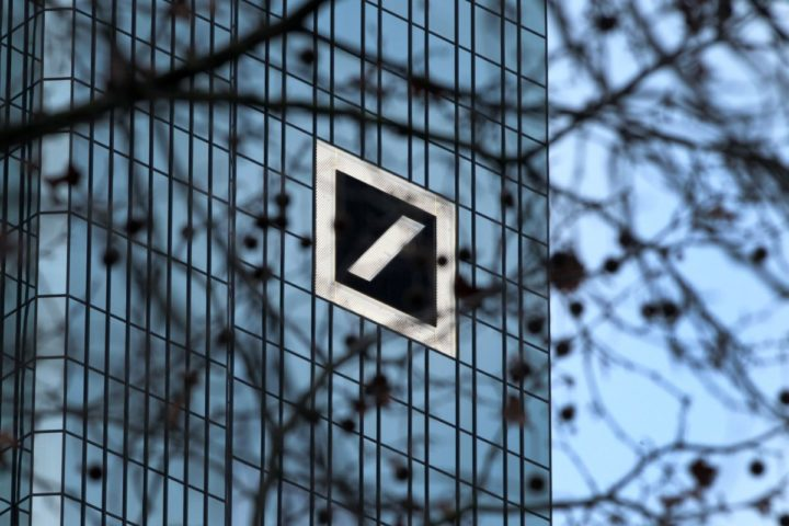2016-01-28 08:27:55 (FILES) This file photo taken on January 28, 2016 shows the headquarter of German company Deutsche Bank is pictured in Frankfurt am Main, western Germany. Concerns about Deutsche Bank increase as the stock price fell again on July 6, 2016. / AFP PHOTO / DANIEL ROLAND