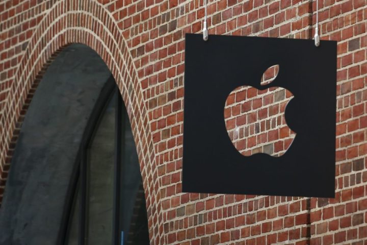 2016-07-28 00:00:00 NEW YORK, NY - JULY 28: The new Brooklyn Apple Store is seen during a media preview in the Williamsburg neighborhood of Brooklyn on July 28, 2016 in New York City. The Williamsburg Apple Store opens next Saturday on July 30th, it is a multi-use space with numerous wood cube seats and a giant 6K video screen. Kena Betancur/Getty Images/AFP == FOR NEWSPAPERS, INTERNET, TELCOS & TELEVISION USE ONLY ==