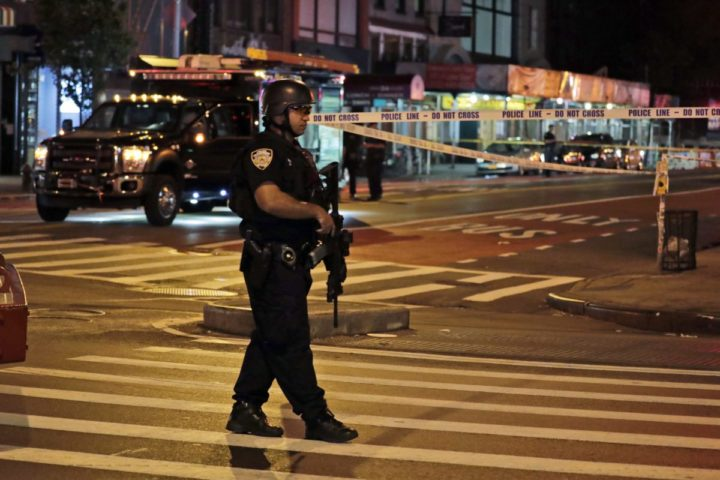 epa05545422 A New York City Police emergency service heavy weapons officer guards close to the scene of an explosion on 23rd Street between 6th and 7th Avenue in the borough of Manhattan in New York, USA, early 18 September 2016. At least 29 people were injured by an earlier explosion which is under investigation. EPA/JASON SZENES
