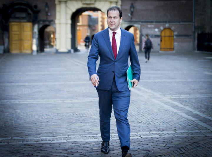 2016-09-23 10:06:54 DEN HAAG - Minister van Sociale Zaken en Werkgelegenheid Lodewijk Asscher bij aankomst op het Binnenhof voor de wekelijkse ministerraad. ANP JERRY LAMPEN