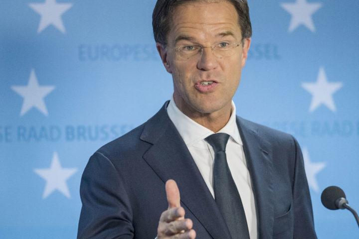 2016-06-29 00:00:00 BRUSSEL - Premier Mark Rutte staat de pers te woord na afloop van de bijeenkomst van de Europese Raad. ANP JONAS ROOSENS