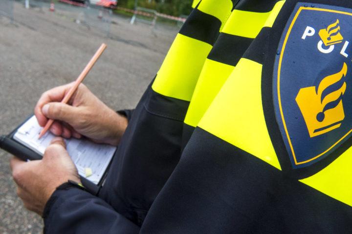 2014-09-24 15:37:23 LEIDEN - Een agent in het nieuwe politieuniform. ANP XTRA LEX VAN LIESHOUT