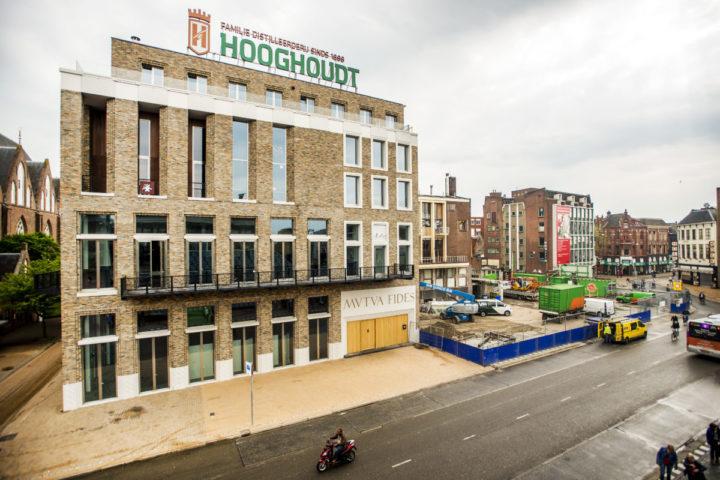 2014-04-30 00:00:00 GRONINGEN - De nieuwbouw van studentenvereniging Vindicat aan de Grote Markt. ANP XTRA REMKO DE WAAL
