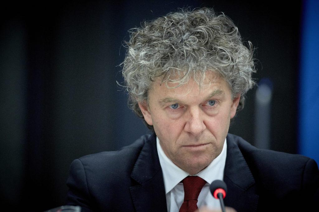 2014-12-08 14:15:05 DEN HAAG - PvdA-Kamerlid Jacques Monasch tijdens het Tweede Kamerdebat over de woningcorporaties. ANP MARTIJN BEEKMAN