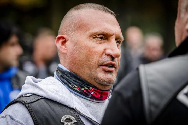 2015-10-24 12:59:57 ALMERE - President Klaas Otto van de motorclub No Surrender tijdens de uitvaart van captain Brian Dalfour. ANP REMKO DE WAAL