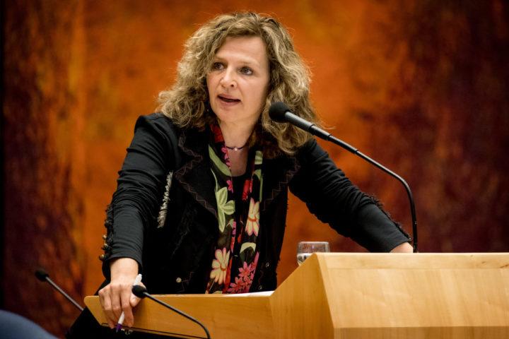 2016-05-17 14:34:56 DEN HAAG - Edith Schippers, minister van Volksgezondheid, Welzijn en Sport tijdens het wekelijkse Vragenuurtje in de plenaire zaal van de Tweede Kamer. ANP KOEN VAN WEEL