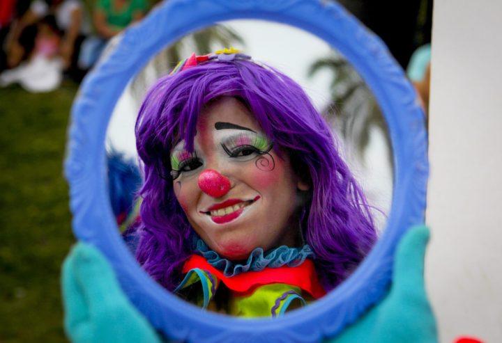 2016-05-18 00:00:00 epa05315721 A clown participates in the 8th Laughter Fair in San Salvador, El Salvador, 18 May 2016. EPA/OSCAR RIVERA