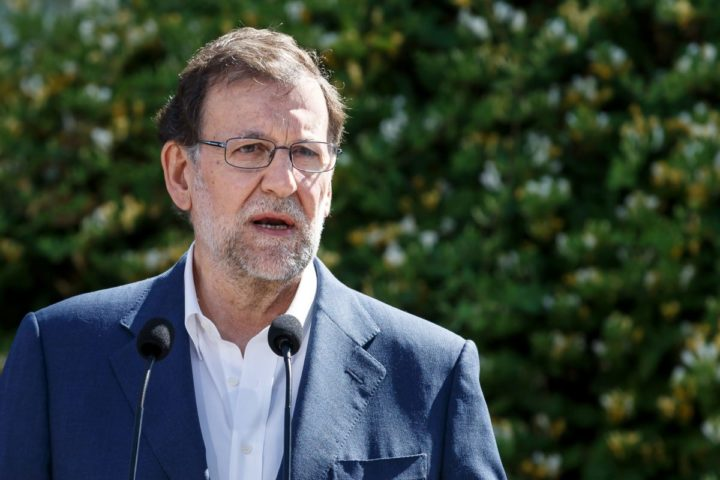 Leader of the Popular Party (PP) and Spain's caretaker Prime Minister and party candidate, Mariano Rajoy, speaks to the press after voting in Spain's general election at the Bernadette college polling station in Moncloa-Aravaca, Madrid, on June 26, 2016. Spain votes today, six months after an inconclusive election which saw parties unable to agree on a coalition government. / AFP PHOTO / CESAR MANSO