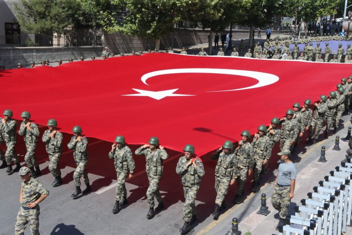 2016-08-30 21:31:46 Turkish soldiers carry a giant Turkish flag during a ceremony to mark 94th anniversary of Turkey's Victory Day in Ankara on August 30, 2016. Turkish authorities arrested an editor from the leading Hurriyet daily on August 30, continuing a sweep of the media triggered by last month's failed coup, the newspaper said. / AFP PHOTO / ADEM ALTAN