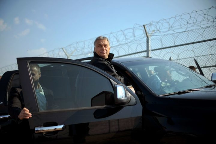 2016-09-14 08:31:49 Hungary's Prime Minister Viktor Orban (C) enters a car driven by Bulgaria's Prime Minister Boyko Borisov (Unseen) as they tour the area where a fence was erected on the Bulgaria-Turkey border near the town of Lesovo, on September 14, 2016. / AFP PHOTO / NIKOLAY DOYCHINOV