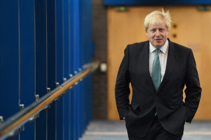 2016-10-05 09:54:22 epa05571338 Britain's Foreign Secretary, Boris Johnson arrives to the Conservative Party Conference in Birmingham, Britain, 05 October 2016. The conference runs from 02 October to 05 October. EPA/FACUNDO ARRIZABALAGA