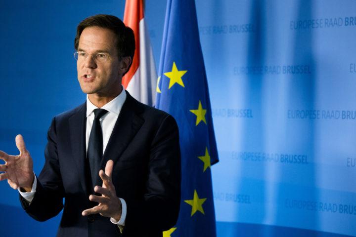 2016-10-21 01:42:25 BRUSSEL - Premier Mark Rutte geeft een persconferentie na afloop van een bijeenkomst van de Europese raad. ANP BART MAAT