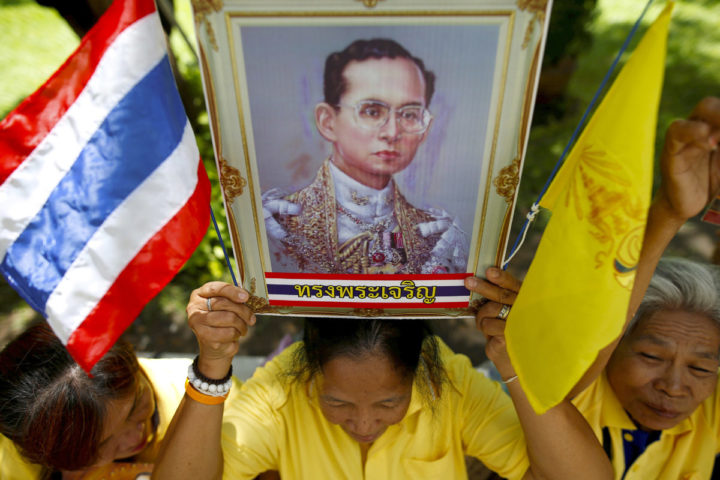 2016-07-03 11:52:53 A well-wisher holds a picture of Thailand's King Bhumibol Adulyadej at the Siriraj hospital where he is residing, in Bangkok, Thailand, June 9, 2016. REUTERS/Athit Perawongmetha/File Photo