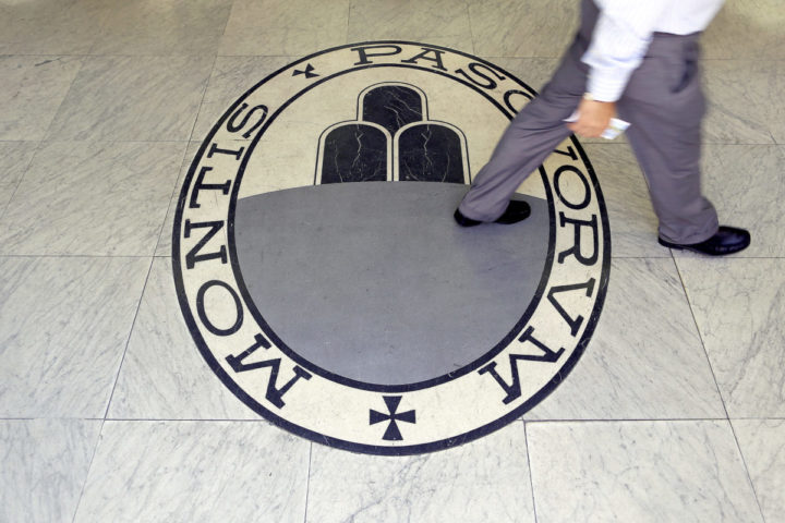 2016-07-14 09:37:52 A man walks on a logo of the Monte Dei Paschi Di Siena bank in Rome, Italy September 24, 2013. REUTERS/Alessandro Bianchi/File Photo