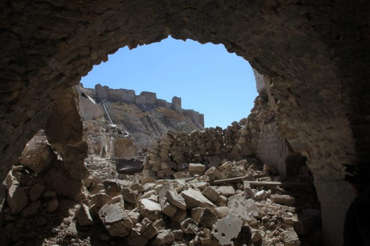2016-09-28 11:55:37 Aleppo's citadel is seen through destruction in this picture taken on September 28, 2016 in the Farafira district, northwest of the city's historic citadel, after Syria's army took control of the rebel-held district after days of heavy air strikes that have killed dozens and sparked allegations of war crimes. / AFP PHOTO / GEORGES OURFALIAN