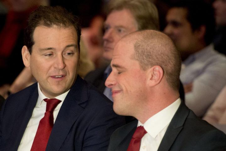 2016-02-13 00:00:00 AMERSFOORT - Lodewijk van Asscher (L) en Diederik Samsom tijdens het jaarlijkse partijcongres van de PvdA in De Rijtuigenloods in Amersfoort. ANP ROBIN UTRECHT