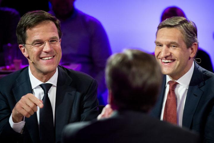 2015-03-19 01:20:13 DEN HAAG - Premier Mark Rutte en CDA-fractievoorzitter Sybrand Buma tijdens het uitslagendebat van de NOS in cafe Dudok in Den Haag. ANP BART MAAT