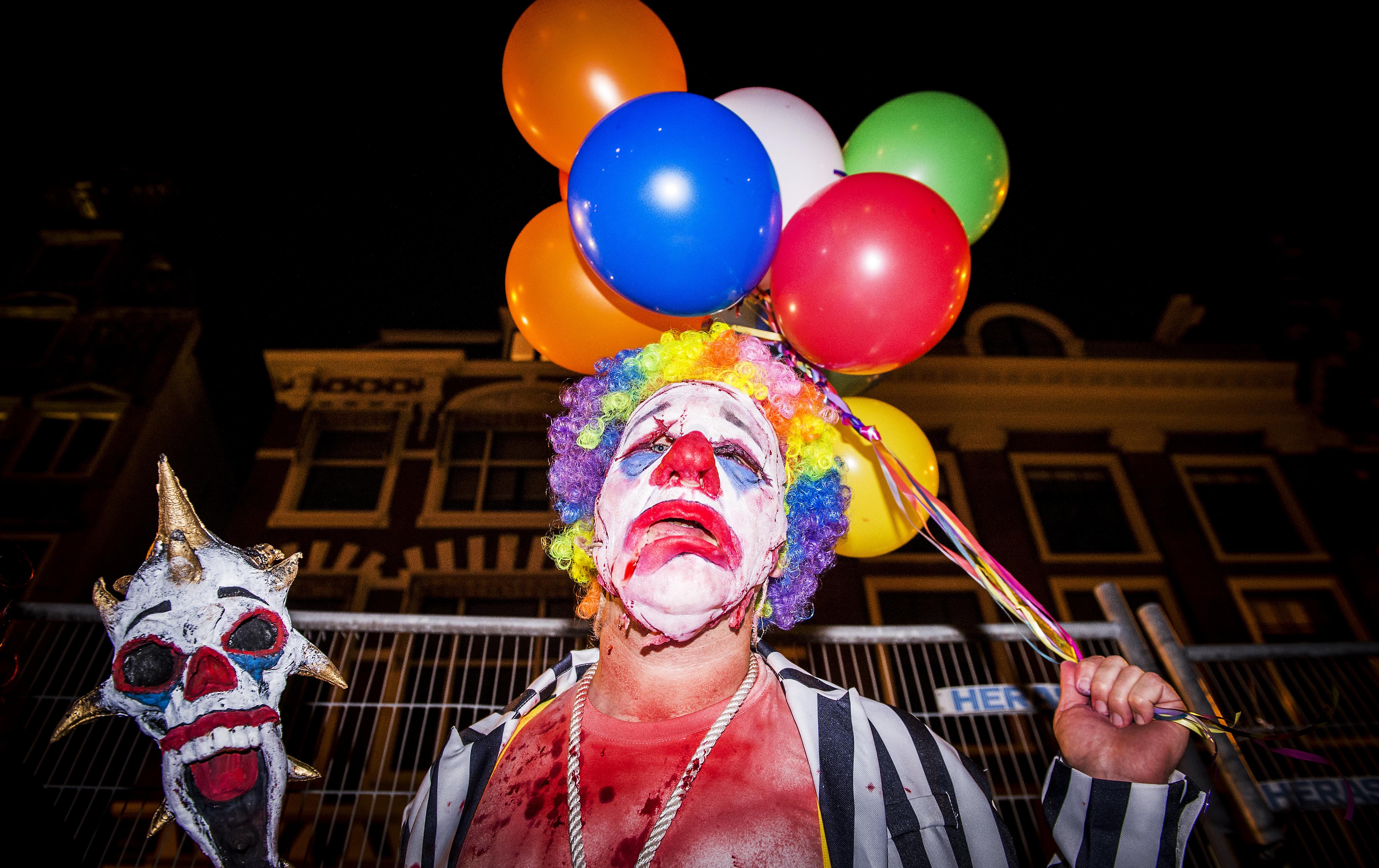 Jongeren in almere nemen heft in eigen hand tegen for Clown almere