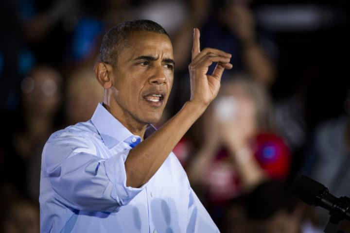 2016-10-24 02:20:48 LAS VEGAS - De Amerikaanse president Barack Obama tijdens een campaign rally op Cheyenne High School in North Las Vegas. Obama voert campagne voor presidentskandidaat Hillary Clinton. ANP FREEK VAN DEN BERGH