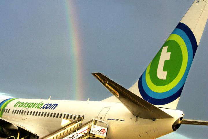 2005-12-14 12:36:19 ROTTERDAM - Het eerste Transavia.com-vliegtuig met nieuwe beschildering vertrekt woensdagochtend vanaf Rotterdam Airport richting Nice. ANP PHOTO ED OUDENAARDEN