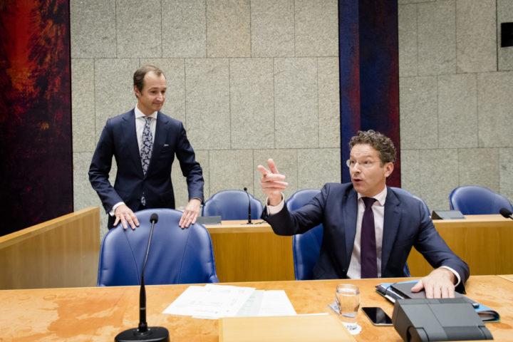 2016-10-04 16:31:15 DEN HAAG - Staatssecretaris Eric Wiebes van Financien en Minister Jeroen Dijsselbloem van Financien voor aanvang van de Algemene Financiele Beschouwingen in de Tweede Kamer. ANP BART MAAT