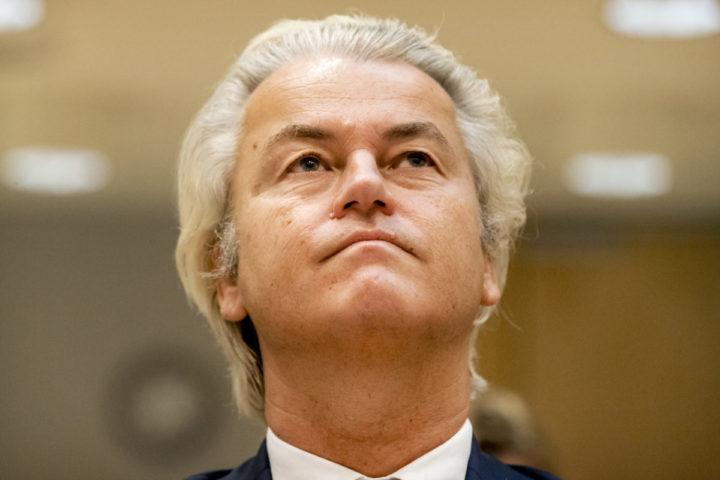 2016-09-23 09:28:41 SCHIPHOL - Geert Wilders in het Justitieel Complex Schiphol voor het vervolg van de strafzaak tegen hem. De PVV-voorman wordt vervolgd voor het aanzetten tot haat, discriminatie, belediging en uitlokking vanwege de minder minder-uitspraak die hij deed over Marokkanen tijdens de gemeenteraadsverkiezingen in 2014. ANP REMKO DE WAAL