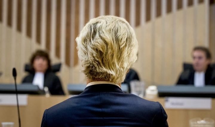 2016-09-23 09:32:33 SCHIPHOL - Geert Wilders in het Justitieel Complex Schiphol voor het vervolg van de strafzaak tegen hem. De PVV-voorman wordt vervolgd voor het aanzetten tot haat, discriminatie, belediging en uitlokking vanwege de minder minder-uitspraak die hij deed over Marokkanen tijdens de gemeenteraadsverkiezingen in 2014. ANP REMKO DE WAAL