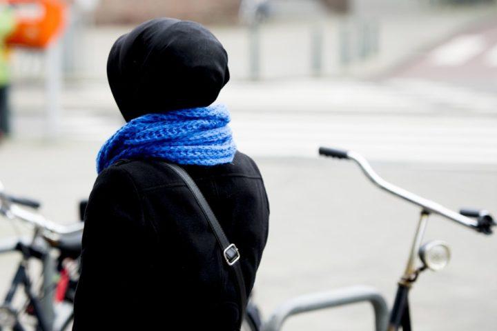 2015-01-24 22:15:18 ROTTERDAM - Een moslima in het Rotterdamse straatbeeld. ANP XTRA ROBIN UTRECHT