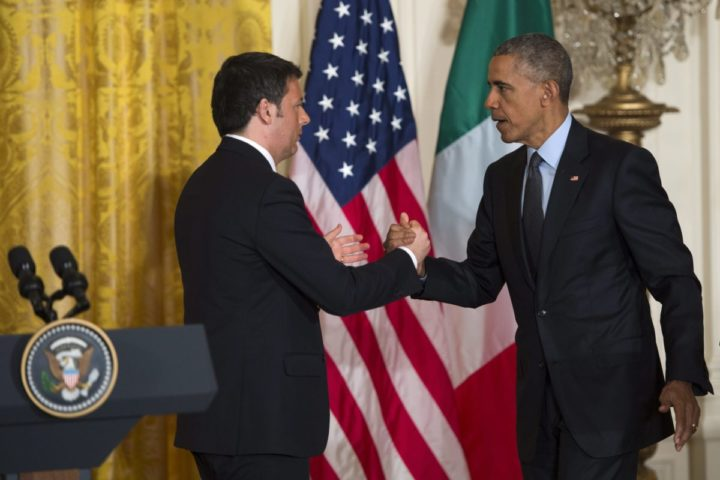 2015-04-17 14:09:29 epa04709047 US President Barack Obama (R), shakes hands with Italian Prime Minister Matteo Renzi (L) after the two leaders responded to questions from the news media during a joint press conference in the East Room of the White House in Washington, DC, USA 17 April 2015. EPA/SHAWN THEW