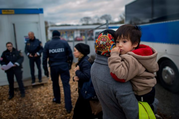2016-01-12 14:29:43 epa05098562 Migrants arrive at a temporary camp after German officials sent them back to Austria in Schaerding Am Inn, Austria, 12 January 2016. German officials send around 200 migrants a day back to Austria since the start of the new year. Many of them have no valid documents or did not want to apply for asylum in Germany. EPA/CHRISTIAN BRUNA