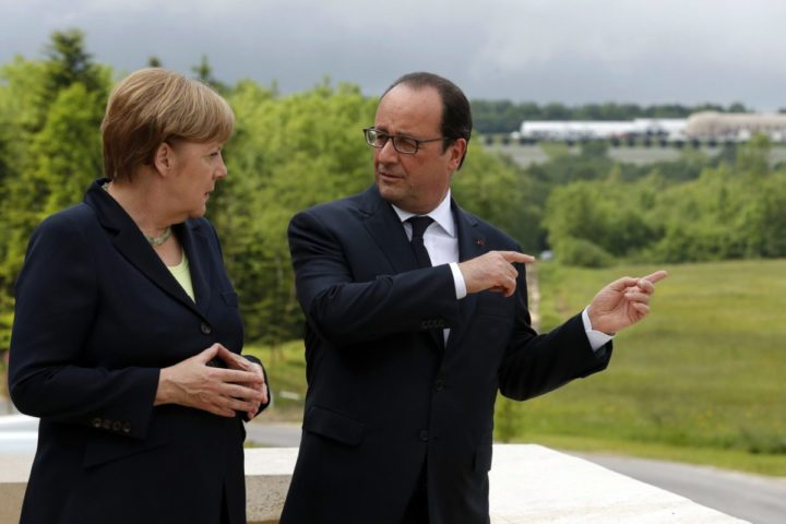 2016-05-29 15:24:27 epa05336006 French President Francois Hollande (R) and German Chancellor Angela Merkel stand on the terrace of the new Verdun Memorial in Douaumont during a remembrance ceremony to mark the centenary of the Battle of Verdun, France, 29 May 2016. The Battle of Verdun in World War I between German and French troops saw the deaths of more than 300,000 soldiers on both sides in 1916. The town in the northeast of France became the epitome of brutal trench warfare during the First World War. EPA/PHILIPPE WOJAZER / POOL MAXPPP OUT