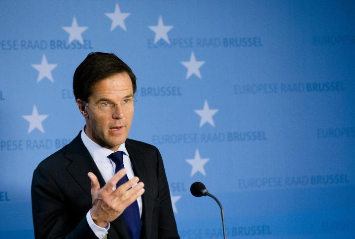 2016-10-21 14:29:51 BRUSSEL - Premier Mark Rutte spreekt tijdens een persconferentie na afloop van de tweede dag van de Europese raad. De top, met leiders van de 28 lidstaten van de Europese Unie, staat op de tweede dag in het teken van het industrie- en handelsbeleid centraal, waarbij ook de impasse rond het vrijhandelsverdrag van de EU met Canada aan de orde komt. ANP BART MAAT