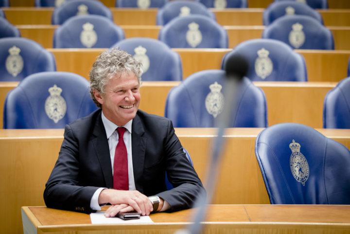 2016-10-26 21:08:06 DEN HAAG -Jacques Monasch (Pvda) tijdens het debat over de situatie bij de holding Air France / KLM in de Tweede Kamer. ANP BART MAAT