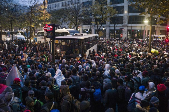 2016-11-04 08:19:35 epa05617037 Migrants wait to get onto a bus during the evacuation of a makeshift camp in the 19th district of Paris, France, early 04 November 2016. French authorities started removing up to 2,500 migrants from the streets of Paris after camps in the city grew following the clearance of the so-called 'Jungle' camp in Calais, northen France, at the end of October 2016. EPA/YOAN VALAT
