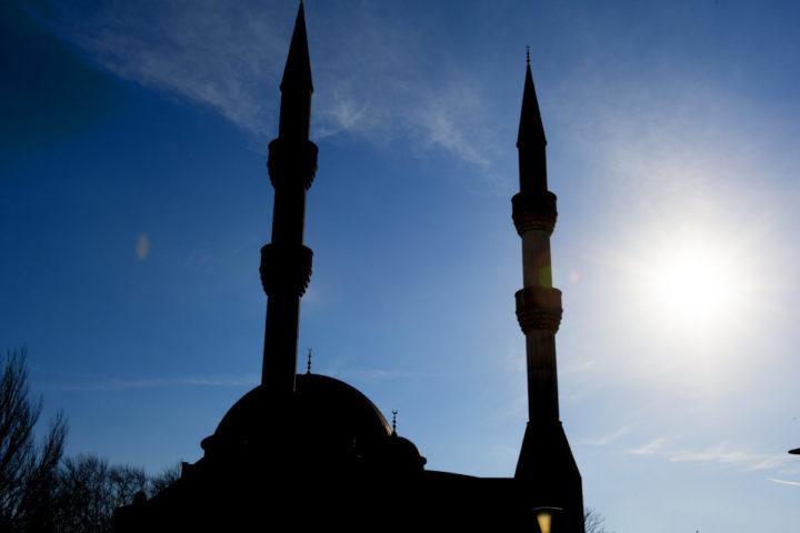 2015-01-24 22:15:18 ROTTERDAM - Exterieur van de Essalam Moskee in Rotterdam. ANP XTRA ROBIN UTRECHT