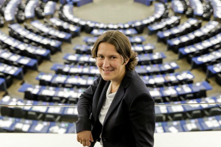 2014-07-01 14:05:48 STRAATSBURG - Kati Piri van de PvdA in de plenaire zaal van het Europees Parlement op de eerste dag van haar nieuwe baan. Voor 14 van de 26 Nederlandse Europarlementariërs is dit pluche nieuw. ANP SANDER KONING