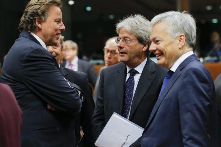 2016-11-14 05:47:41 epa05630812 Dutch Foreign Minister Bert Koenders (L), Belgian Foreign Minister Didier Reynders (R) and Italian Foreign Minister Paolo Gentiloni (C) at the start of European foreign affairs council in Brussels, Belgium, 14 November 2016. EPA/OLIVIER HOSLET