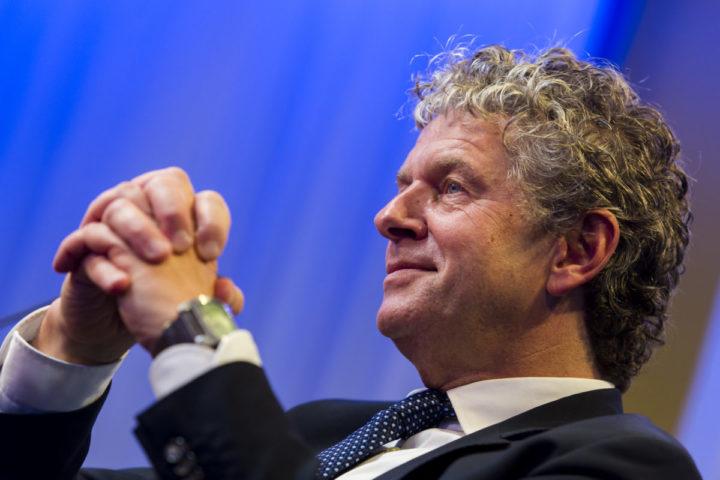 2016-10-17 18:52:20 HILVERSUM - Jacques Monasch, kandidaat lijsttrekker van de PvdA, wordt in de studio van Radio 1 ge•nterviewd. ANP MARCO DE SWART
