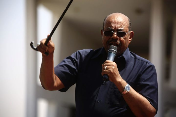 2016-10-11 09:03:18 Sudanese President Omar al-Bashir (C) delivers a speech to a gathering of supporters in the Green Square in the capital Khartoum on October 11, 2016 following the declaration of an extension of a cease-fire. Sudan's President Omar al-Bashir on October 10 extended by two months a unilateral ceasefire in three regions, where fighting between government forces and rebels has killed tens of thousands of people. / AFP PHOTO / ASHRAF SHAZLY