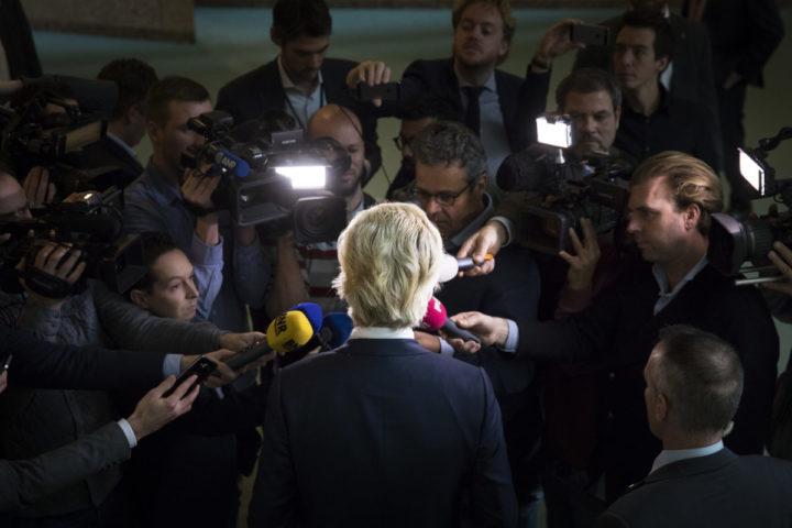 2016-11-17 13:39:43 DEN HAAG - PVV-fractievoorzitter Geert Wilders reageert in de Tweede Kamer op de strafeis vanwege zijn uitspraken over minder-marokkanen. ANP BART MAAT