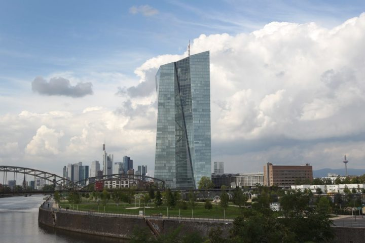 2015-09-03 13:09:41 The headquarter of the European Central Bank ( ECB ) is pictured in Frankfurt am Main, western Germany, on September 3, 2015. The ECB holds key refi rate steady at 0.05%, they announced after their governing council policy meeting. AFP PHOTO / DANIEL ROLAND