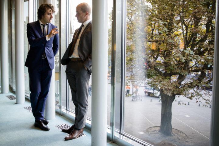 2016-10-04 15:34:57 DEN HAAG - Jesse Klaver (Groenlinks) en Diederik Samsom (Pvda) tijdens het Vragenuur in de Tweede Kamer. ANP BART MAAT