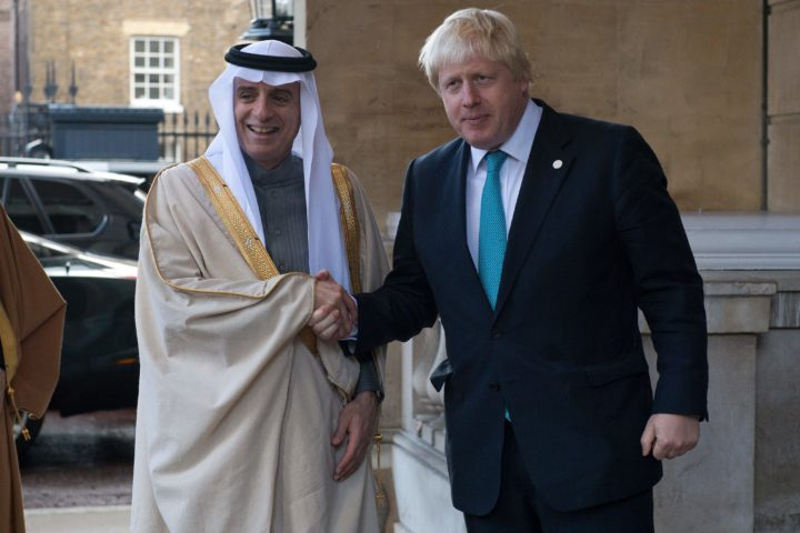 2016-10-16 12:02:39 Saudi Arabia's Foreign Minister Adel al-Jubeir (L) is greeted by British Foreign Secretary Boris Johnson ahead of a meeting on the situation in Syria at Lancaster House in London on October 16, 2016. / AFP PHOTO / POOL / JUSTIN TALLIS