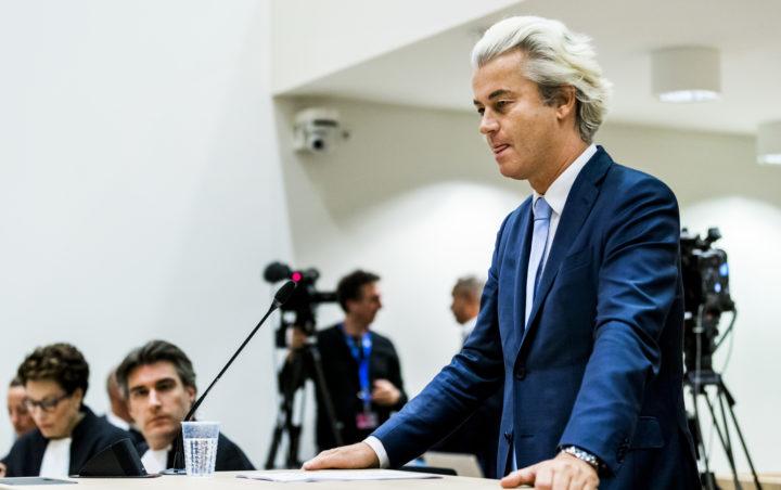 2016-11-23 16:48:41 SCHIPHOL - Geert Wilders neemt het woord in de rechtbank op Schiphol in de zaak rond de minder Marokkanen-uitspraken van de PVV-leider. Wilders maakt gebruik van zijn recht op het laatste woord in het proces. ANP REMKO DE WAAL