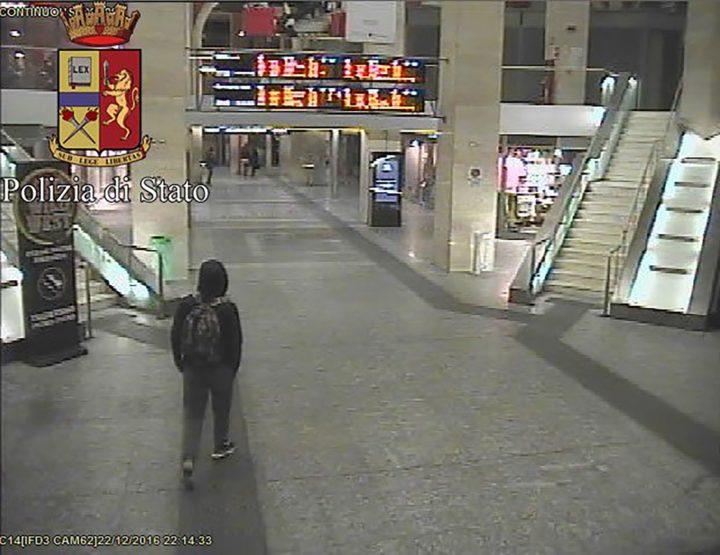 Camerabeelden van Amri op het Porta Nuova-station in Turijn - Foto: AFP