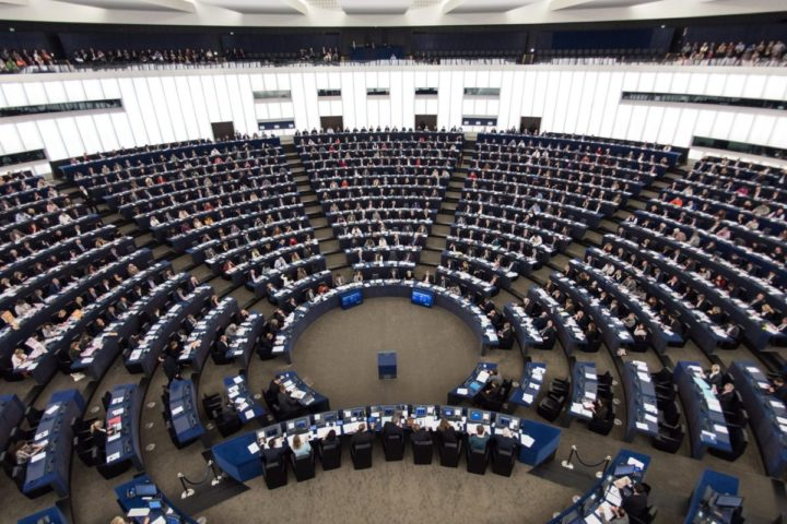 2016-10-26 12:37:18 epa05603710 Members of parliament vote during the voting session at the European Parliament in Strasbourg, France, 26 October 2016. EPA/PATRICK SEEGER