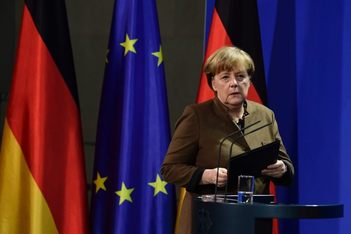 2016-12-23 14:02:27 German Chancellor Angela Merkel address a press conference at the Chancellery in Berlin on December 23, 2016 after Tunisian Anis Amri, the suspected Christmas market attacker, was killed when he opened fire on Italian police in Milan. / AFP PHOTO / Tobias SCHWARZ